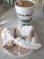 cafe du monde, french market, 1862, decatur street, cafe au lait, iced coffee, beignets, french donuts, coke, diet coke, sprite, hot chocolate, orange juice